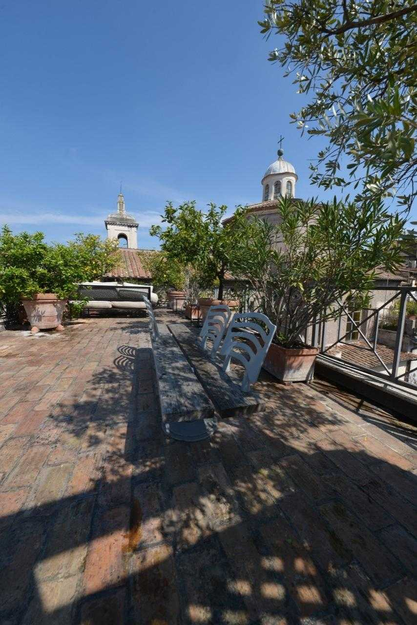 Rome terrace penthouse for sale ghetto portico d 39 ottavia for Attico vendita roma