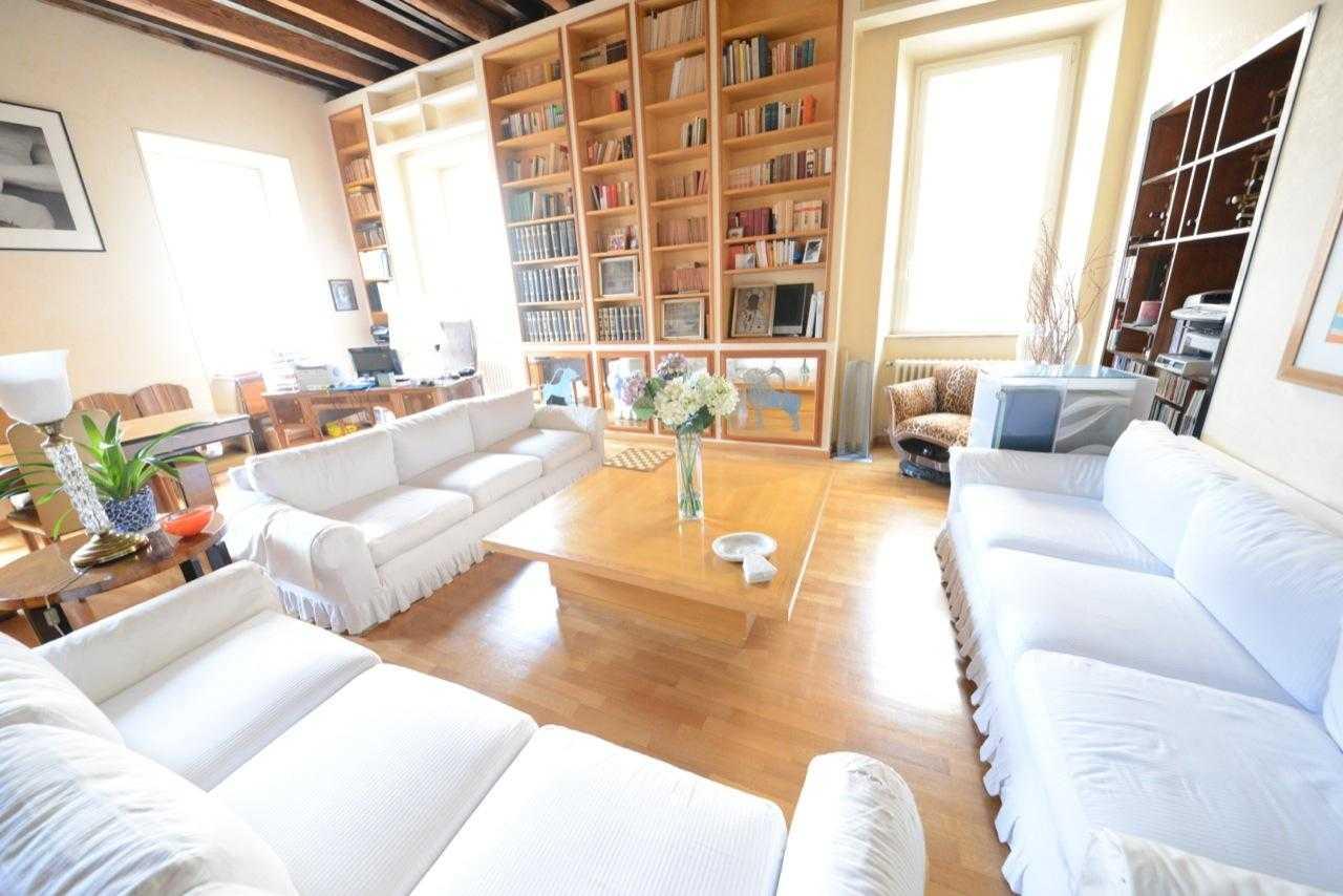 roma vendita appartamento rione monti piazza del grillo