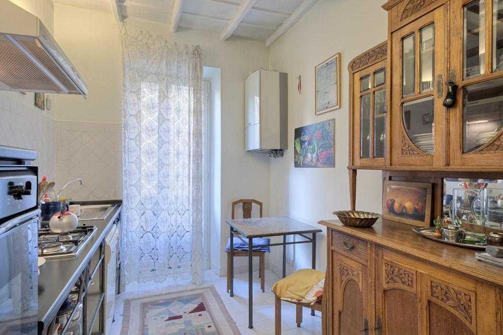 Roma trastevere vendita appartamento panoramico for Appartamento new design roma lorenz
