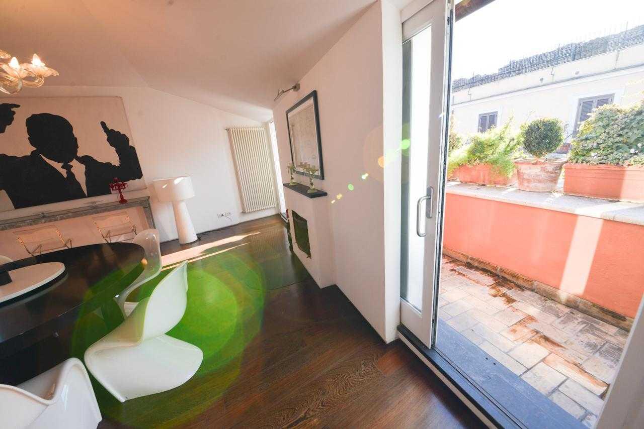 Attico con terrazze panoramica affitto roma via della for Roma vendesi appartamento centro storico