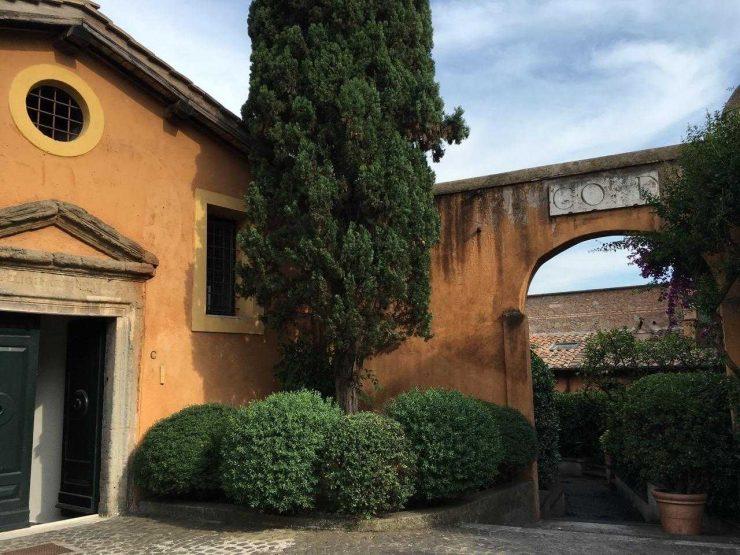 Roma Centro Storico Affitto Appartamento di prestigio via di San Giovanni Decollato