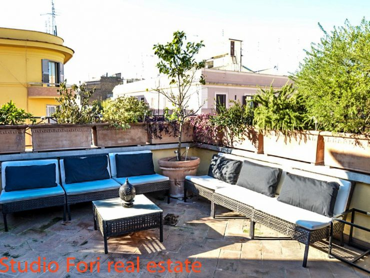 Astonishing Bi-Level Penthouse in Rome centre city