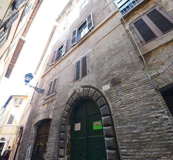 Roma Centro Storico Affitto Appartamento Via dei Cappellari