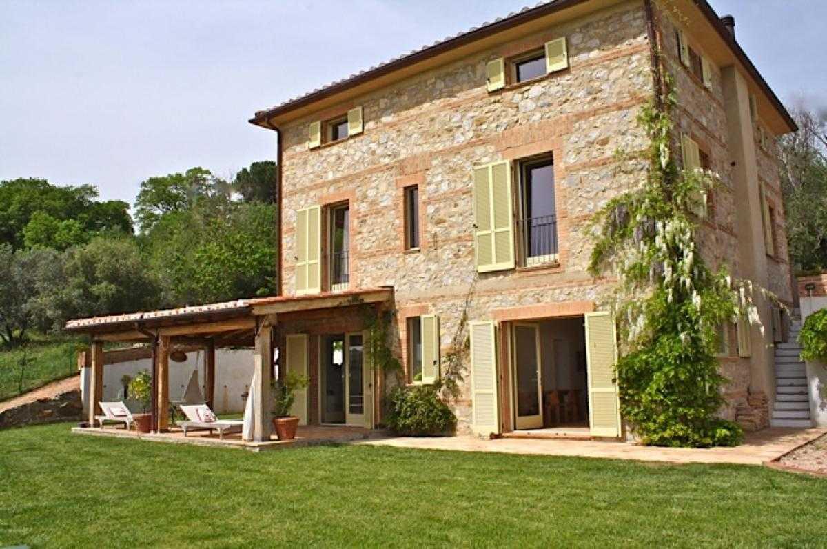 Toscana scansano vendita casale con piscina - Ville e casali interni ...