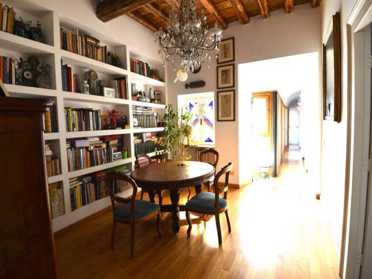 Roma Centro Storico Affitto Appartamento di Pregio Via delle Muratte